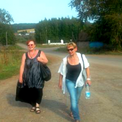 С. Шляхова (слева) и Л. Белова в Коми-пермяцком округе