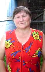 Учительница Галинка. Она в своем дворе боится рубить мешающее ей дерево, потому что «сосед спилил, а после того у него в семье все поумирали»