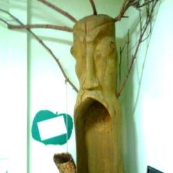 Дерево желаний: коми-пермяки верят, что если сесть в рот чуда и загадать желание, то оно обязательно исполнится. Что мы и сделали…