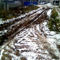 А вот по таким дорогам в Кудымкаре ездят...