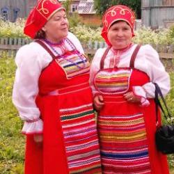 Это фольклорный ансамбль Пешнигорта