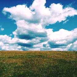 На всех фотографиях Большой Кочи на первом плане оказываются облака. Такое ощущение, что небо лежит у тебя на голове. Наши фотографии не оказались исключением.