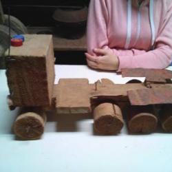 В Большекочинском музее хранится множество любопытных экспонатов, в том числе уникальная коллекция самодельных деревянных машинок.