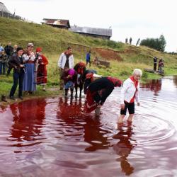 По мнению коми-пермяков, омовение кровавой водой оберегает от болезней и несчастий