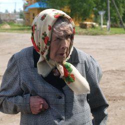 Случайно остановившаяся бабушка долго рассказывала о порче, которую на нее наслали
